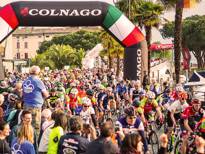 Start line with hundreds of cyclists at the Granfondo Colnago