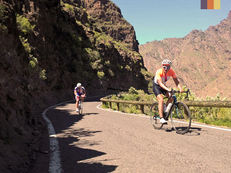 Two cyclists climbing a hill in Gran Canaria